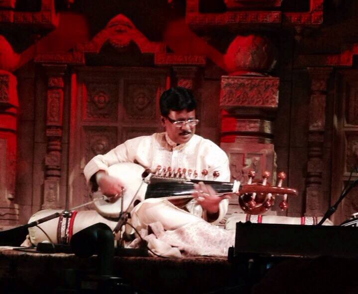 https://www.sarodia.com/wp-content/uploads/2014/10/Debashish-Bhattacharya-in-Concert-2-270x221.jpg